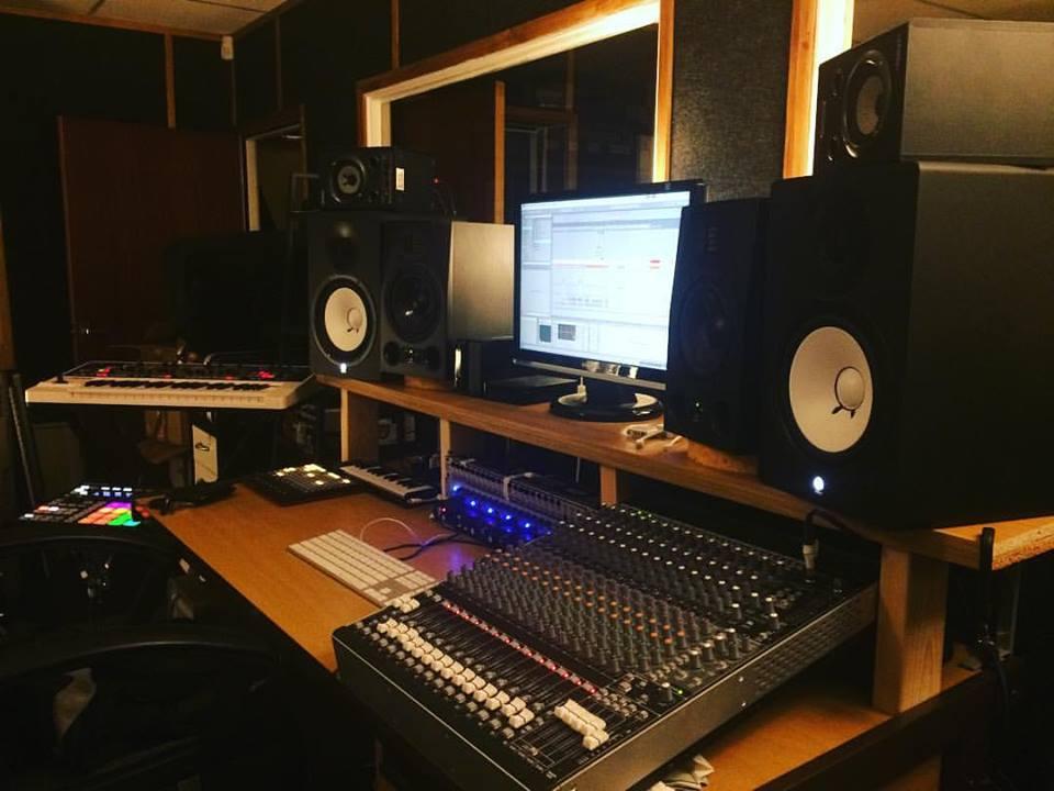 andy-oneil-music-studio-2